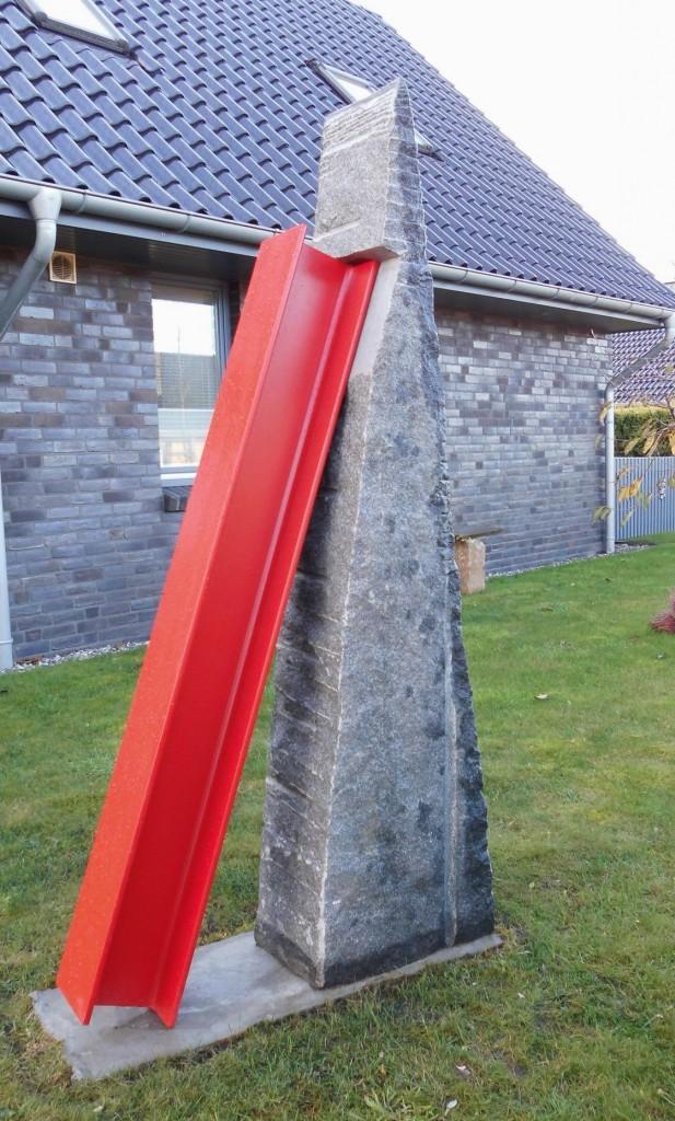 Zeitenwaage II / 2013 Granit und Stahl Höhe: 200 cm Privatsammlung