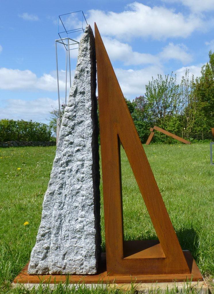 Konstellation VI /2016 Granit u. Corten-Stahl Höhe: 106 cm