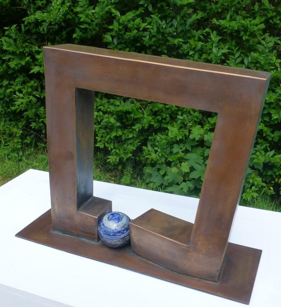Stand by me II /2019 Bronze u. Lapislazuli Höhe: 32 cm